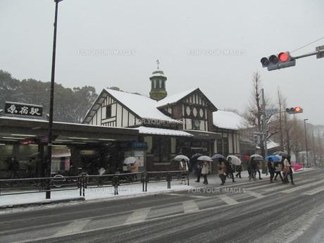 大雪の原宿駅の写真素材 [FYI00201393]