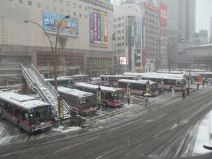 渋谷駅南口のバスターミナルの写真素材 [FYI00201395]