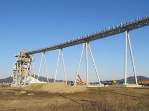 橋のある工事現場の写真素材 [FYI00201526]