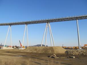橋のある工事現場の写真素材 [FYI00201535]