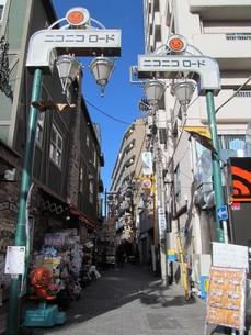 東高円寺の商店街の写真素材 [FYI00201578]