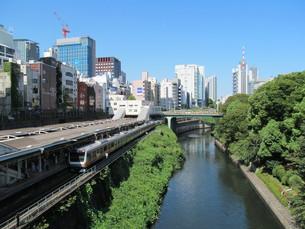 神田川と御茶ノ水駅の写真素材 [FYI00201734]