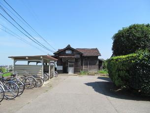 下段駅の木造駅舎の写真素材 [FYI00201861]