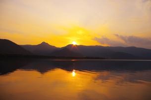 屈斜路湖の夕やけの素材 [FYI00201942]