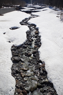 雪と川の素材 [FYI00201958]