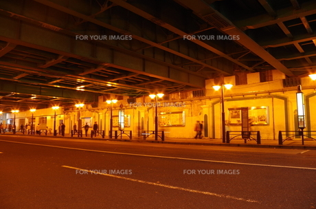 ガード下の道の写真素材 [FYI00201999]