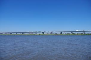 首都高を望む川の写真素材 [FYI00202015]