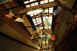 古いアーケードの屋根の写真素材 [FYI00202040]
