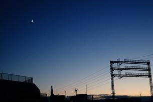 住宅街の夕暮れの写真素材 [FYI00202388]