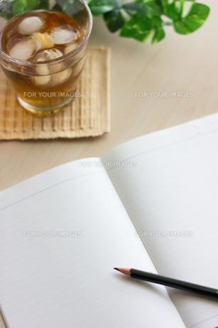 ノートと鉛筆の写真素材 [FYI00202408]