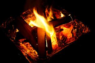 焚き火の写真素材 [FYI00202424]