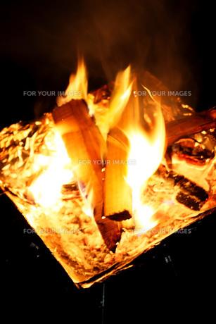 焚き火の写真素材 [FYI00202425]