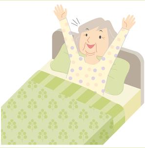 ベッドから起きるおばあさんの写真素材 [FYI00202453]