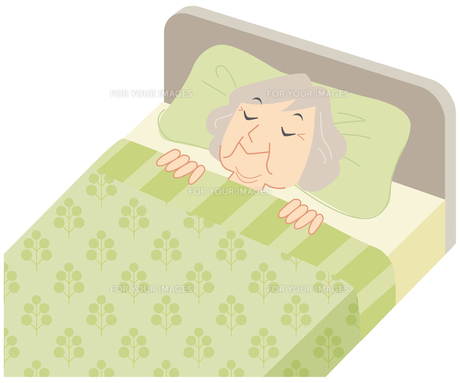 ベッドで眠るおばあさんの素材 [FYI00202463]
