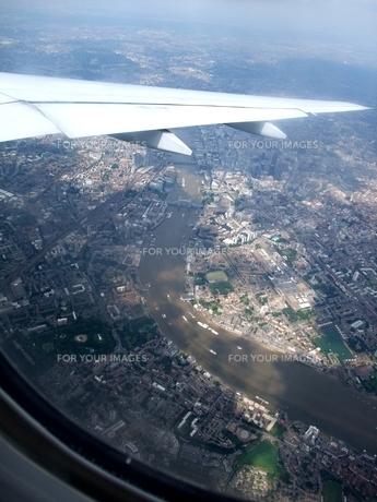 ロンドン上空 飛行機の窓から 2 (ミニチュア写真風)の写真素材 [FYI00202701]