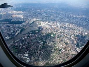 ロンドン上空 飛行機の窓から 4 (ミニチュア写真風)の写真素材 [FYI00202721]