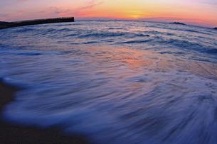 海と夕日の写真素材 [FYI00203050]