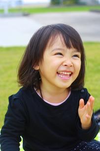 笑顔の女の子の写真素材 [FYI00203143]