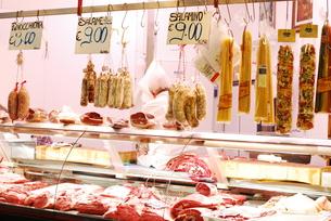 イタリアの肉屋さんの写真素材 [FYI00203394]