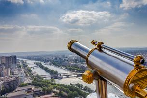 エッフェル塔の望遠鏡の写真素材 [FYI00203696]