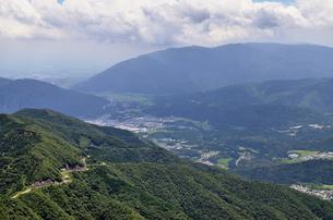 伊吹山ドライブウェイと関ヶ原・養老方面をを俯瞰した風景の写真素材 [FYI00203884]
