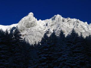 厳冬期八ヶ岳連峰核心部の写真素材 [FYI00203887]
