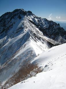 厳冬期赤岳の写真素材 [FYI00203936]