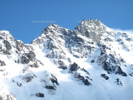 雪の前穂高岳の写真素材 [FYI00203954]