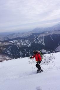 スノーシュー登山の写真素材 [FYI00204193]