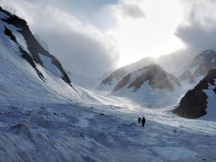 荒れる春山、白馬岳の写真素材 [FYI00204453]