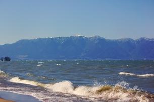 低気圧に荒れる琵琶湖の写真素材 [FYI00204541]