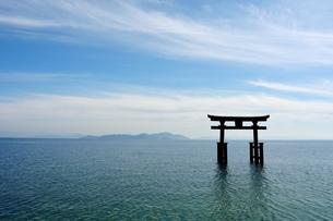 琵琶湖と青空の素材 [FYI00204570]
