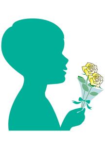 白バラの花束を持つ男の子のシルエット の写真素材 [FYI00205481]