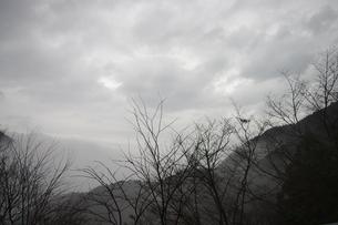 霧の中の別子銅山の写真素材 [FYI00205760]
