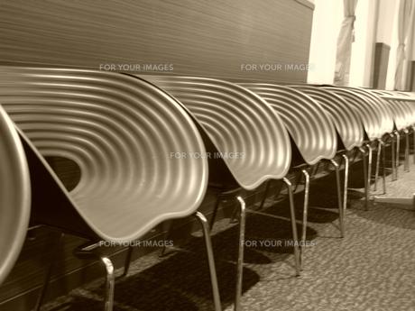 待合室のイス(セピア)の素材 [FYI00206379]