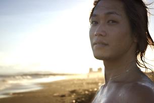 海辺の男性の写真素材 [FYI00206913]