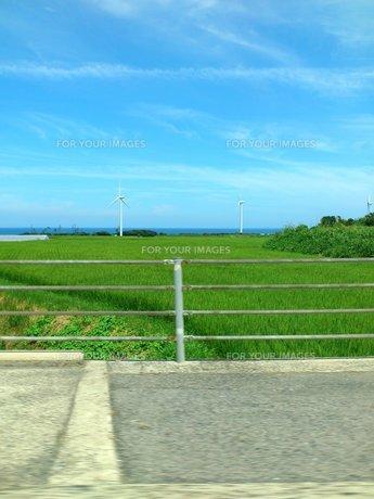 車窓の風景の写真素材 [FYI00206979]