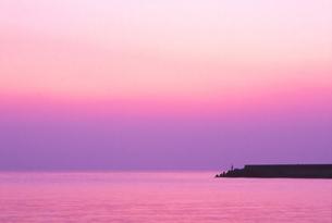 釣り人と夕景の写真素材 [FYI00207014]