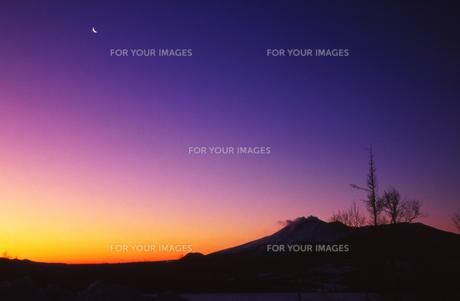 浅間山の夜明けの写真素材 [FYI00207035]