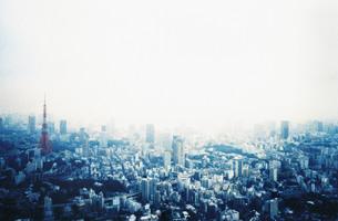 東京タワー クロスプロセス コピースペースの写真素材 [FYI00207174]