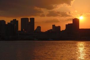 夕暮れ時の東京港の素材 [FYI00207366]