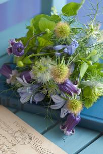 ブルーの小花の花束の写真素材 [FYI00207418]