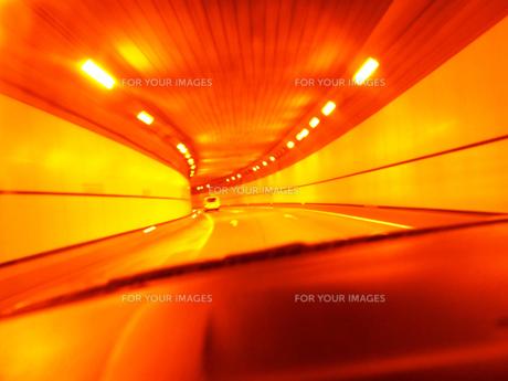 車中からのトンネルの素材 [FYI00207420]