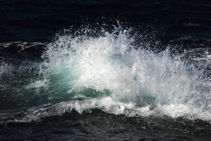 砕ける波の写真素材 [FYI00207855]