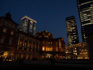 夕暮れの東京駅の写真素材 [FYI00207927]