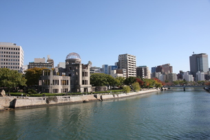 川と原爆ドーム周辺の写真素材 [FYI00207974]