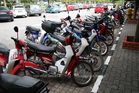 マレーシアのバイク達の写真素材 [FYI00207984]