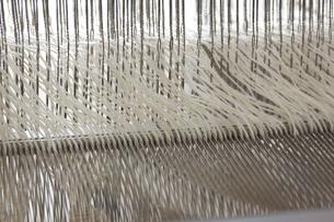 機織り作業の本筬(ほんおさ)の写真素材 [FYI00208941]