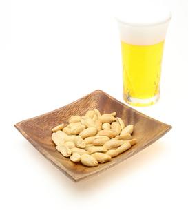 ビールとピーナッツの写真素材 [FYI00210155]