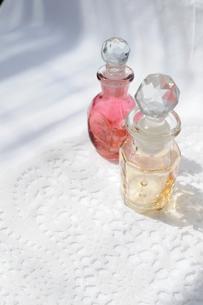 香水瓶の縦位置の写真素材 [FYI00210361]